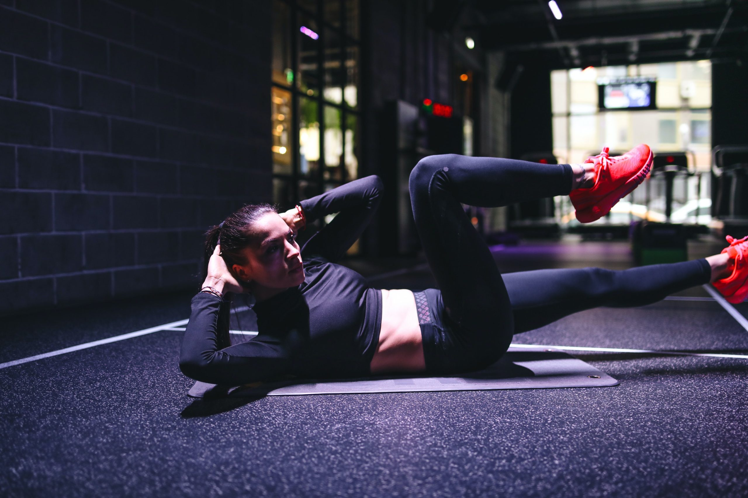 woman crunches exercise